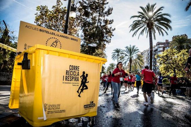 Ecoembes colocó más de un centenar de contenedores destinados al reciclaje de plásticos en todo el recorrido.