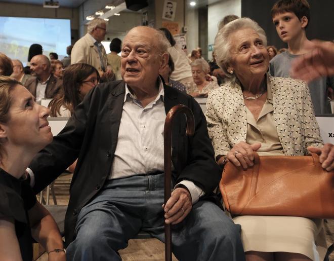 Jordi Pujol y Marta Ferrusola asisten a la presentación del libro de...