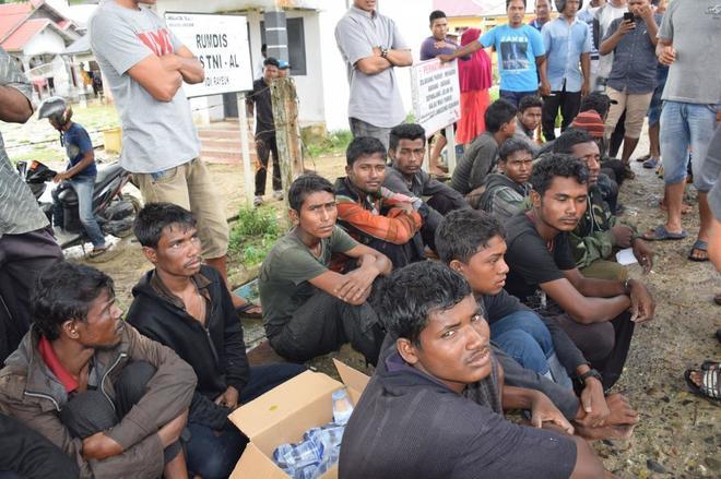 Refugiados de la minoría rohingya en Idi RAyeuk (Indonesia).