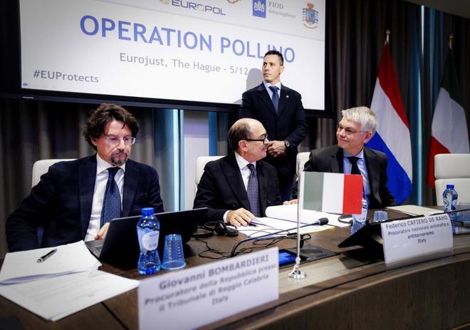 Rueda de prensa sobre la operación 'Pollino', este miércoles en La Haya.