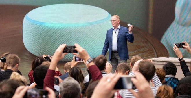 Dave Limp, vicepresidente de dispositivos y servicios de Amazon, en...