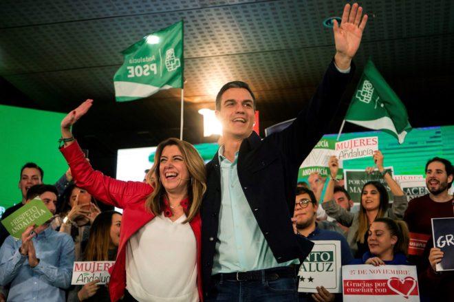 El presidente del Gobierno, Pedro Sánchez, junto a la presidenta en...