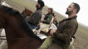El presidente de la formación política VOX, Santiago Abascal, montando a caballo en el Algarrobo.
