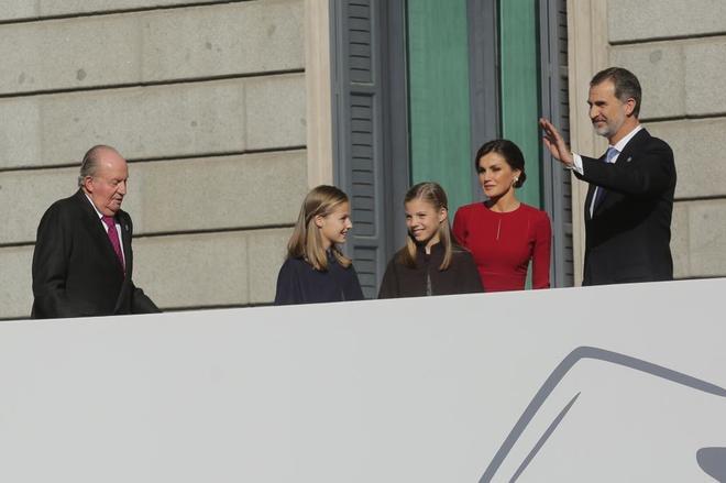Los miembros de la Familia Real, encabezados por el Rey Felipe VI, a su llegada al Congreso