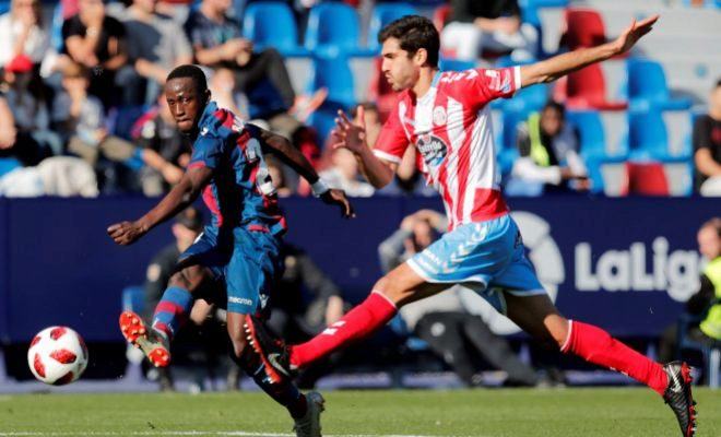 Boateng remata en un instante del duelo ante el Lugo en el Ciutat de València.