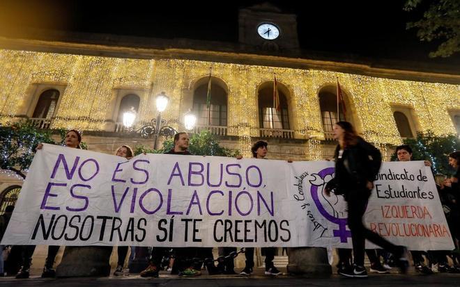 Concentración en Sevilla contra la sentencia de La Manada