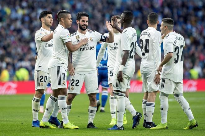 Los jugadores del Real Madrid celebran uno de los tantos contra el Melilla.