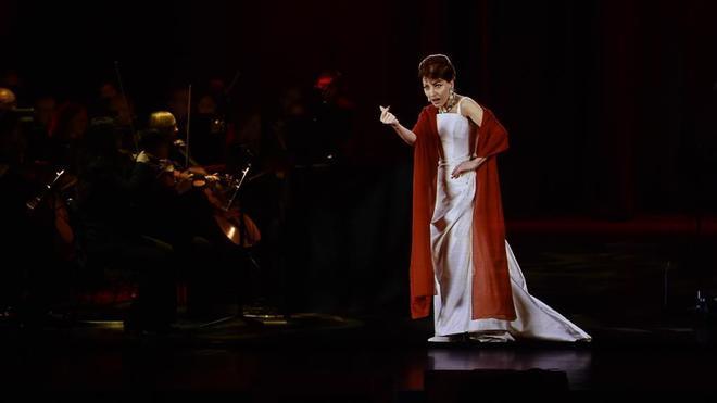 Maria Callas, en plena actuación. (1923, Nueva York-1977, París).
