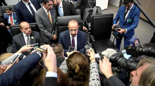El ministro de Energía de Arabia Saudí, Khalid al-Falih, atiende a la prensa ayer en Viena.