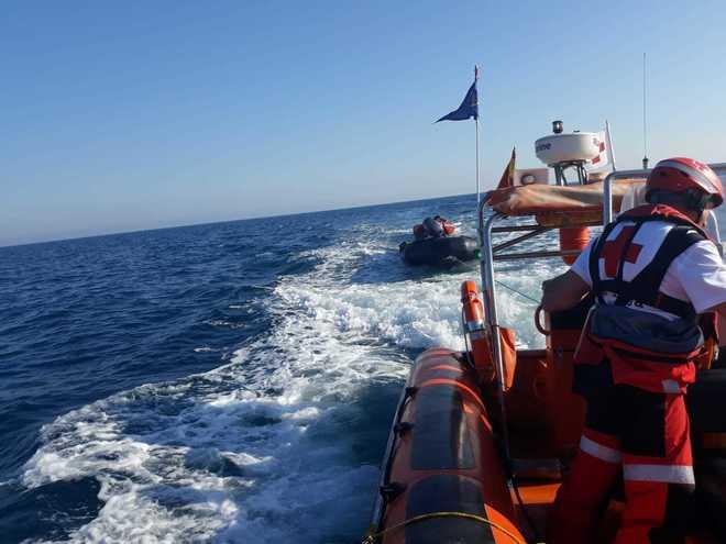 Momento del rescate de los 24 inmigrantes en Alicante