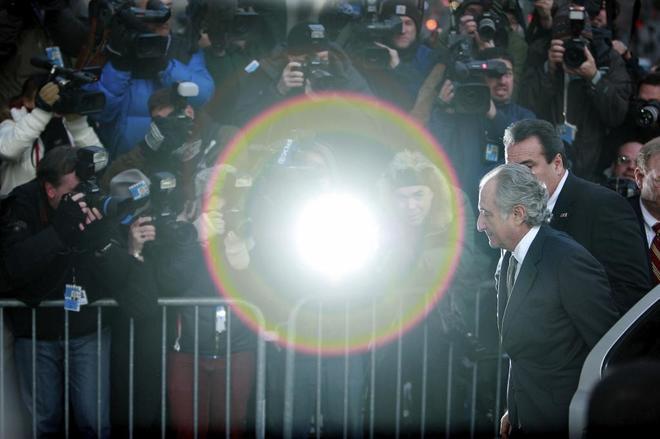 El financiero y estafador Bernard Madoff, a su entrada en el juzgado...