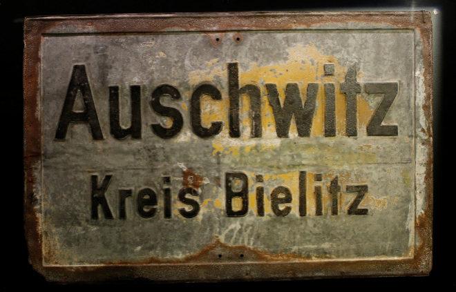 Cartel del campo de concentración. Exposición Arte Canal.