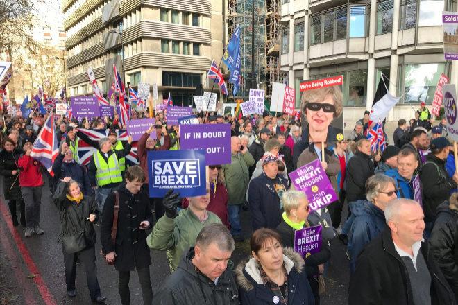 10.000 personas se manifiestan por las calles de Londres por el...