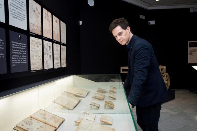 Christian Gálvez durante la presentación de la exposición 'Leonardo...
