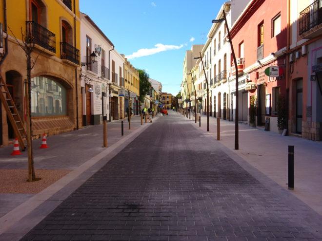 La renovada calle La Mar de Dénia