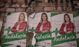 Carteles de campaña de Susana Díaz en la localidad sevillana de El...