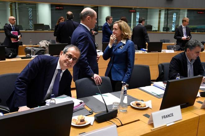 La ministra de Economía española, Nadia Calviño, junto a algunos homólogos europeos la semana pasada.