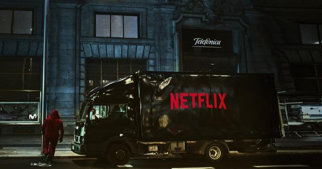 Campaña de Telefónica y Netflix en la Gran Vía de Madrid, con un...