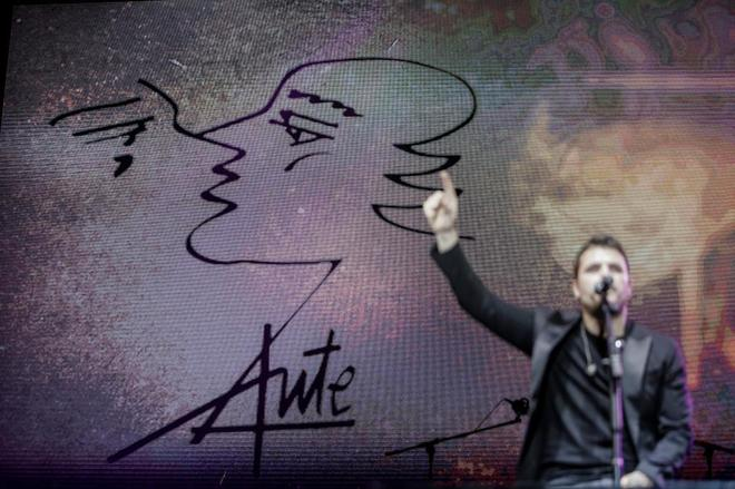 Homenaje a Luis Eduardo Aute bajo el titulo 'ánimo Animal'. En la imagen, Dani Martín.