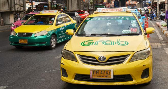 Un turista olvida 10.000 dólares en un taxi y el conductor se los devuelve