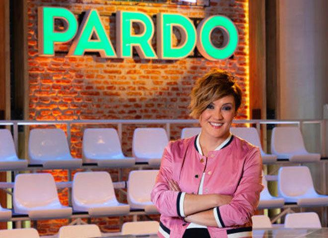 La presentadora Cristina Pardo, frente al plató de su programa.