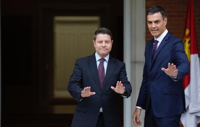 Emiliano García-Page, con Pedro Sánchez en La Moncloa el pasado octubre.