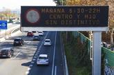Panel que informa de medidas restrictivas del tráfico en Madrid