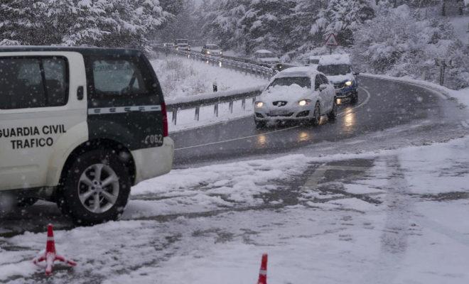 Nieve en los alrededores del puerto de Navacerrada, el pasado invierno.