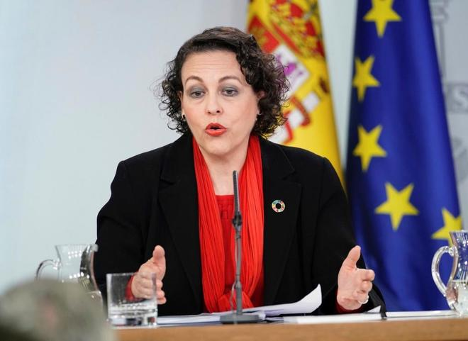La ministra de Trabajo Magdalena Valerio, durante una rueda de prensa.