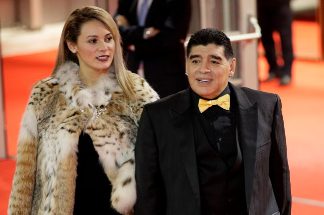 Diego Armando Maradona y Rocío Oliva en un evento