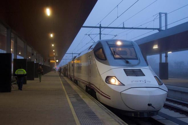 Un AVE que realiza el trayecto entre Zamora y Madrid.