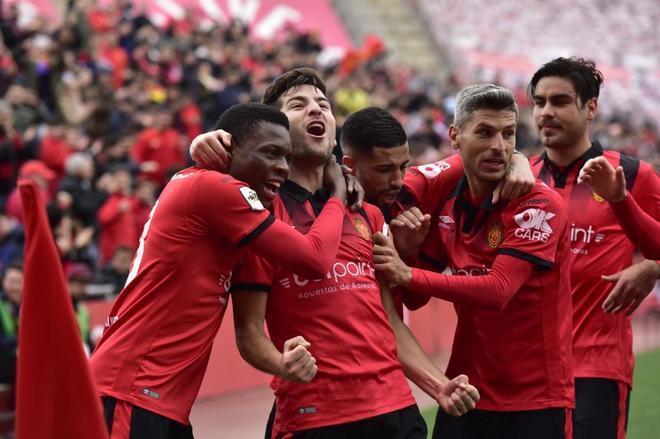 El RCD Mallorca celebra un gol.