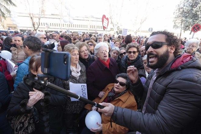 El doctor Jesús Candel, alias 'Spiriman', en uno de los actos organizados por la sanidad pública en Andalucía, en Granada.