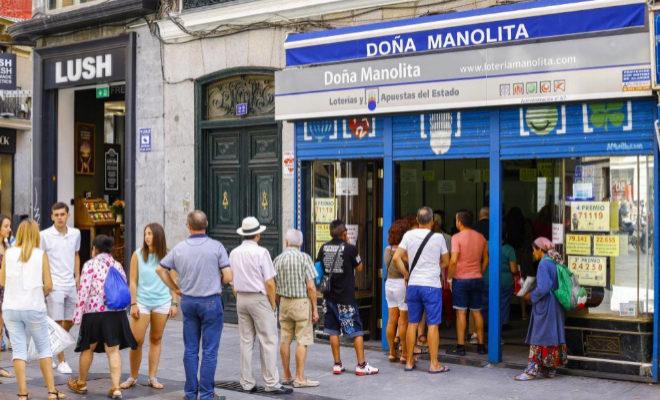 Comprar Lotería de Navidad en Doña Manolita es una tradición para...