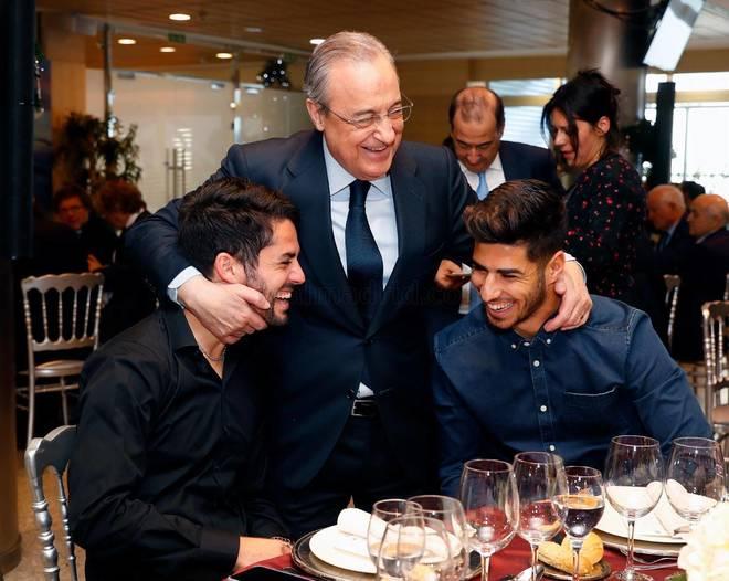 Florentino Pérez, con Isco y Asensio, durante la comida de Navidad del Real Madrid.