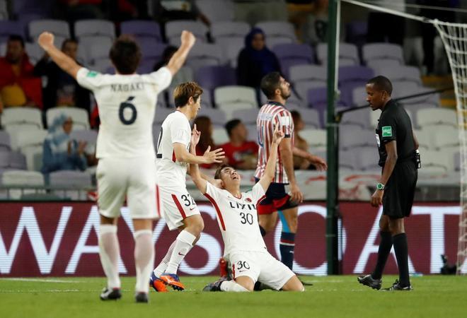 Los jugadores del Kashima Antlers celebran uno de sus goles ante el Guadalajara.