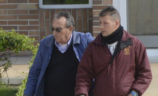 Carlos Fabra saliendo de la cárcel de Aranjuez donde cumplió la pena.