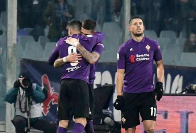 Giovanni Simeone celebra con sus compañeros su gol de este domingo.