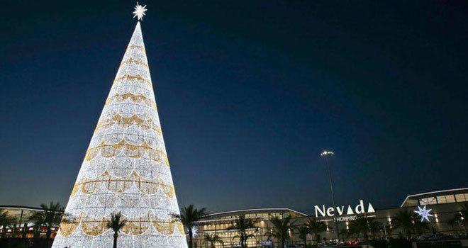 a7b93224290 Árbol de Navidad más grande de Europa ubicado en el centro comercial Nevada  Shoppin