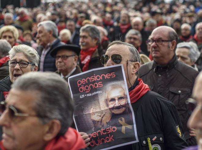 Manifestación en favor de unas pensiones dignas hoy celebrada en Bilbao.
