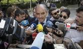 El ex presidente valenciano Francisco Camps atiende a los medios antes...