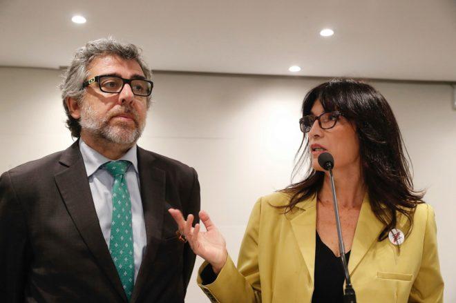 El abogado Jordi Pina y la portavoz de los políticos catalanes presos...