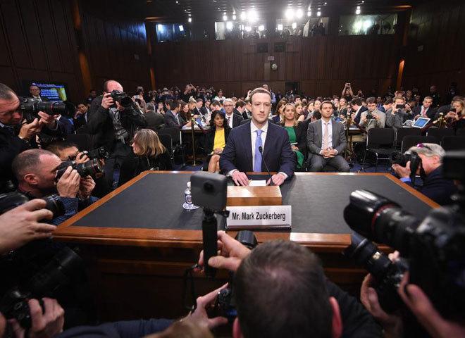 Mark Zuckerberg, fundador e Facebook, en su comparecencia en abril en una comisión del Senado de EEUU.