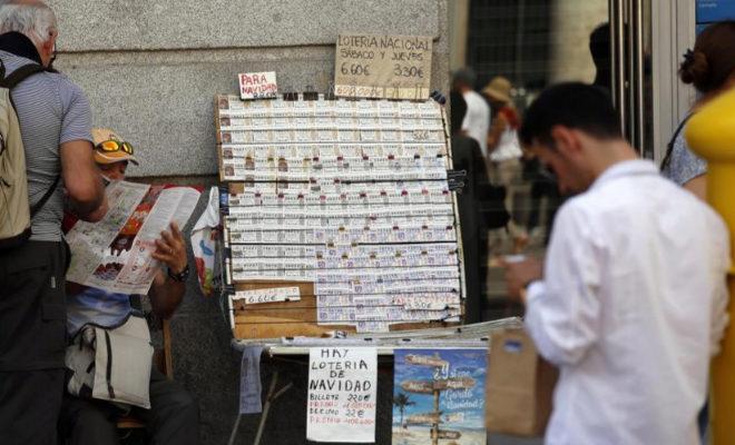 Vendedores ambulantes de Lotería de Navidad en la Puerta del Sol