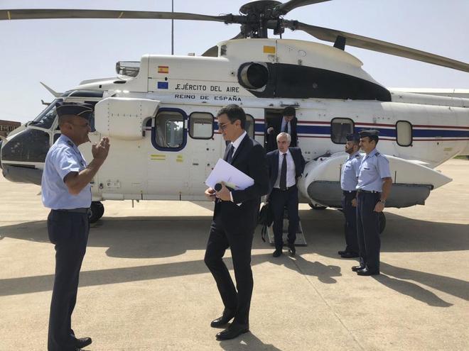Imagen difundida por Moncloa en junio en la que se ve a Pedro Sánchez tras descender de un helicóptero del Ejército.