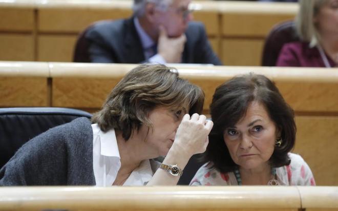 Las ministras Dolores Delgado y Carmen Calvo, en el Senado.