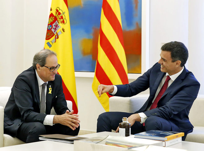 El presidente del Gobierno, Pedro Sánchez, recibe en La Moncloa al...