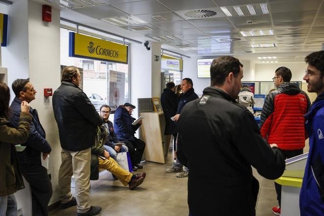 Correos llega a un acuerdo con los sindicatos: subirá los salarios y lanzará 12.000 ofertas de empleo
