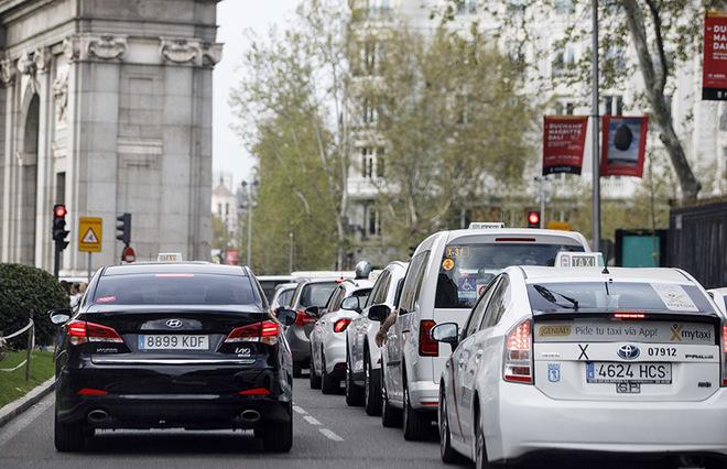 En España hay 65.000 licencias de taxi y 9.000 de VTC.
