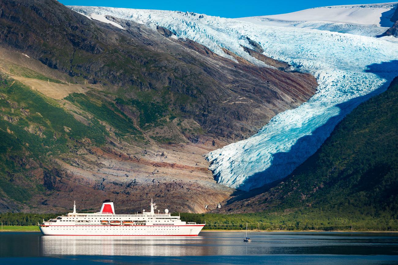 Son en realidad un conjunto de dos glaciares ubicados al norte de...